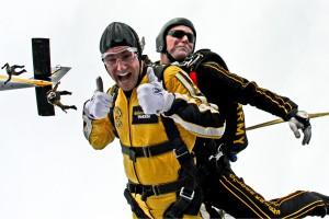 tandem-skydivers-603631